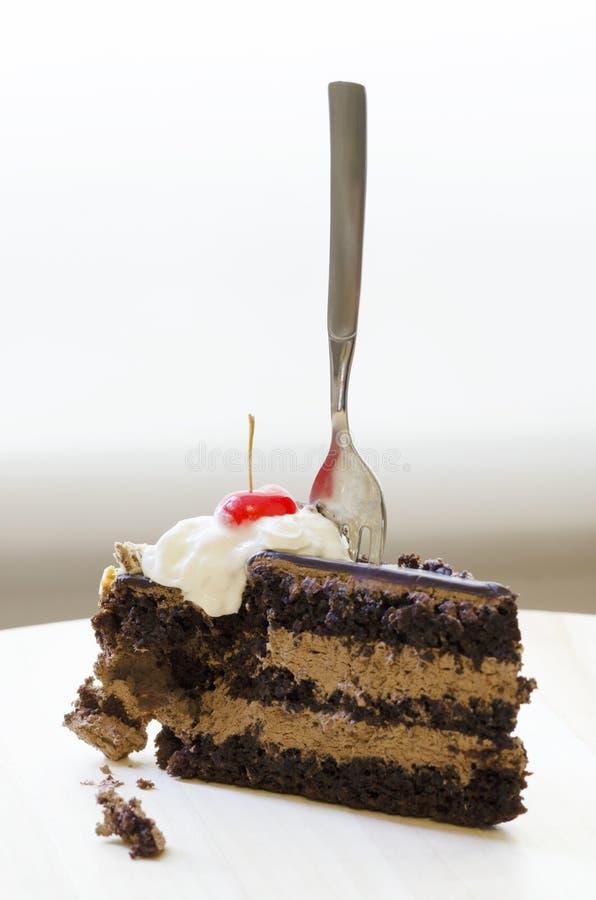 Ciliegia del cocktail sopra il dolce di cioccolato fotografia stock libera da diritti