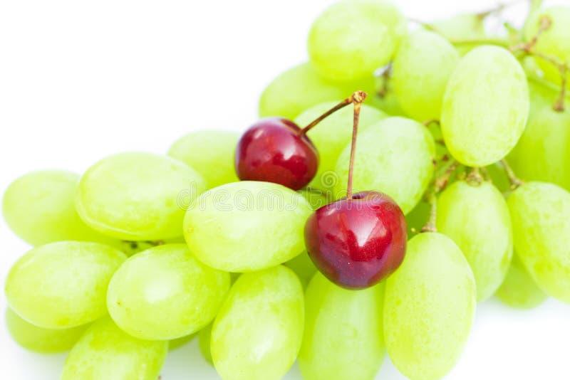 Ciliegia dell'uva isolata su bianco fotografie stock