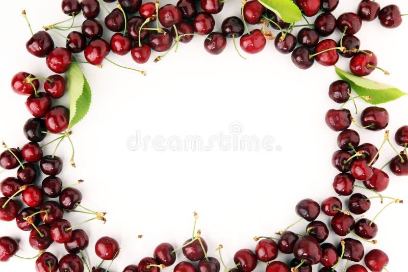 Download Ciliegia Mazzo Fresco Rosso Di Ciliege Sulla Tavola Immagine Stock - Immagine di dolce, freschezza: 117978577