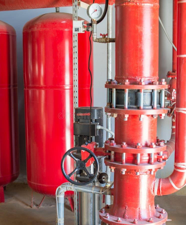 Cilinders en pijpmontage van industrieel dovend systeem stock afbeelding