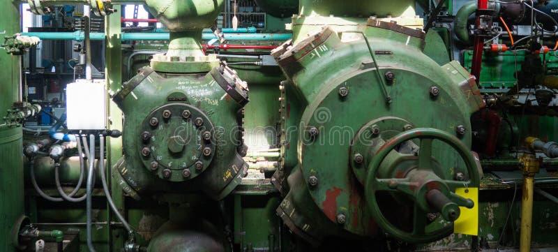 Cilindri d'annata di compressione del gas immagine stock libera da diritti