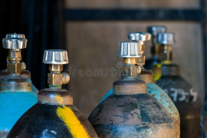 Cilindro con dióxido de carbono Los tanques con el gas comprimido para el indu fotografía de archivo libre de regalías