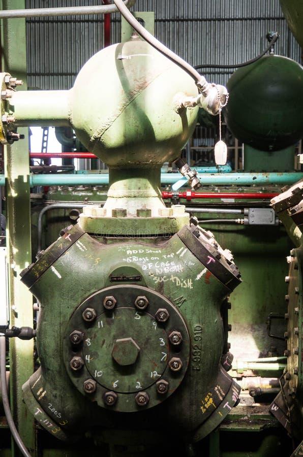 Cilindro d'annata di compressione del gas fotografia stock libera da diritti