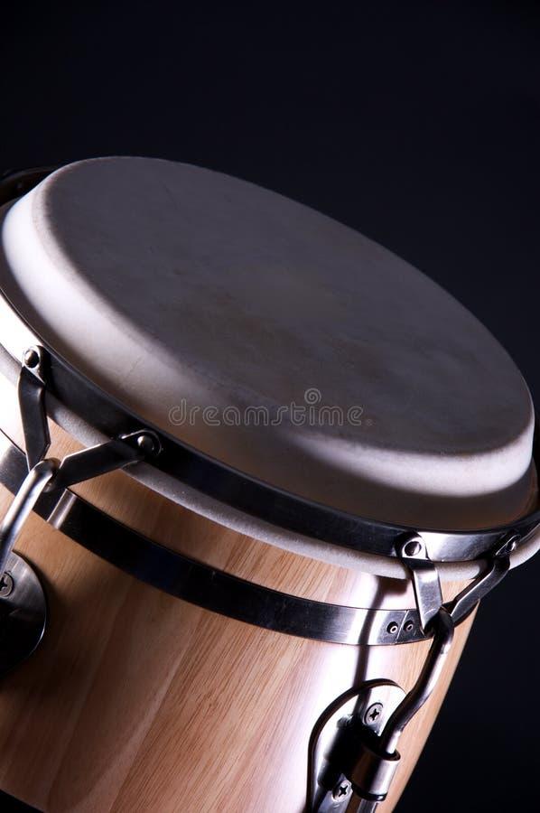 Cilindro de madeira do Conga isolado no preto fotografia de stock royalty free