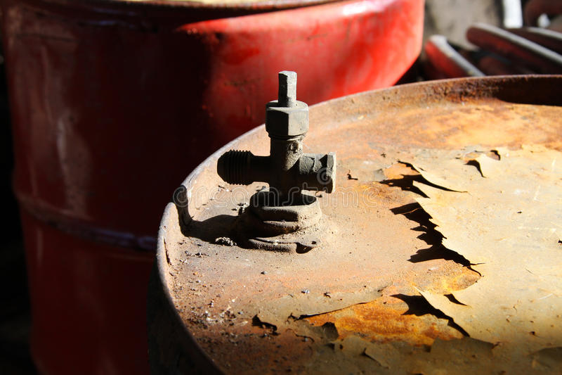 Cilindro de petróleo imagem de stock royalty free