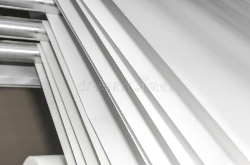Cilindros de acero de la impresión en offset y capas de papel de rollo imágenes de archivo libres de regalías
