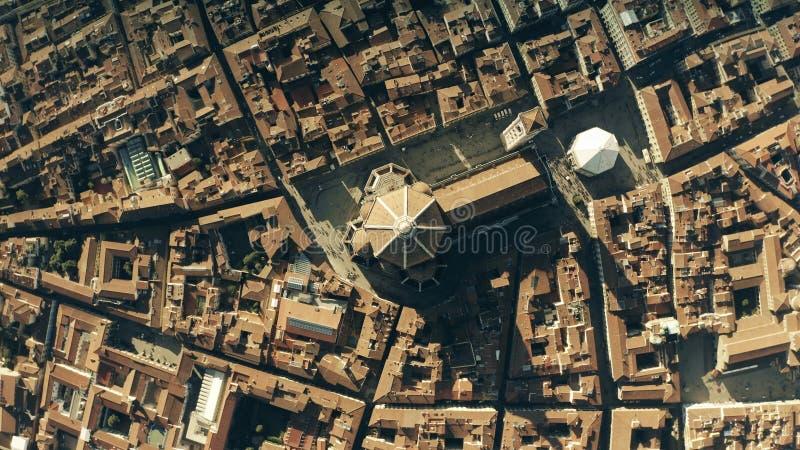 Cima aerea giù la vista dei Di famosi Santa Maria del Fiore, punto di riferimento principale di Cattedrale o di Florence Cathedra immagine stock