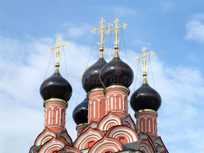 Cima del primo piano russo della chiesa immagini stock