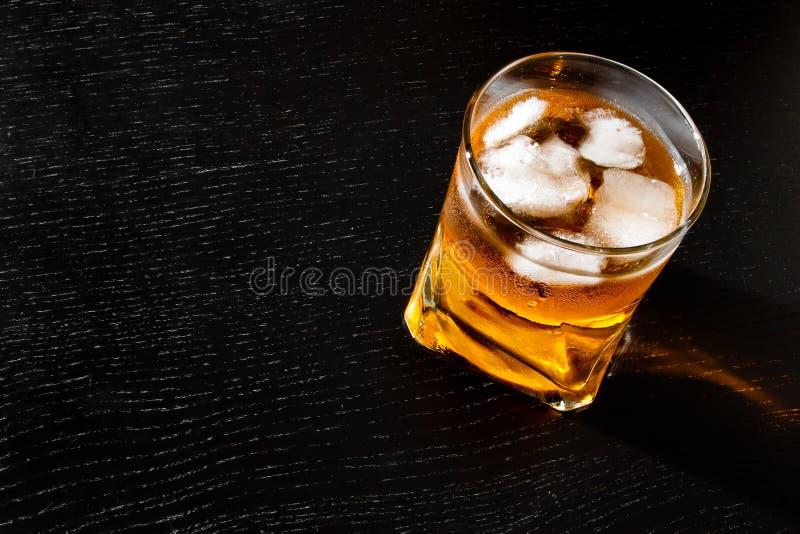 Cima della vista della bevanda fresca con ghiaccio fotografia stock libera da diritti
