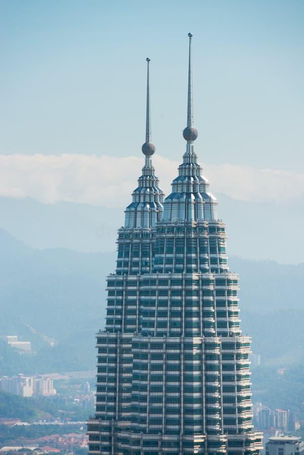 Cima delle costruzioni delle torri gemelle di Petronal fotografia stock libera da diritti