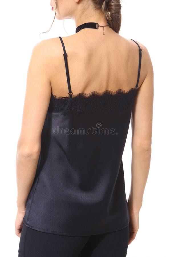 Cima di seta delle cinghie nere con i pizzi sulla fine del modello sulla foto fotografia stock libera da diritti