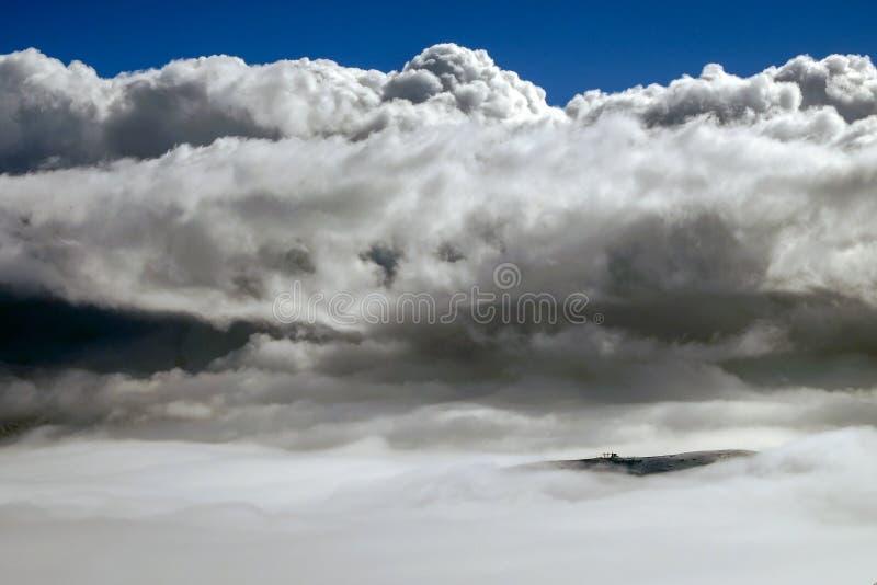 Cima di una montagna immagini stock libere da diritti