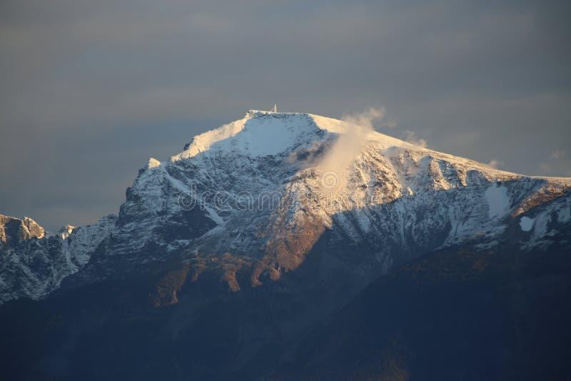 Cima fredda della montagna fotografia stock