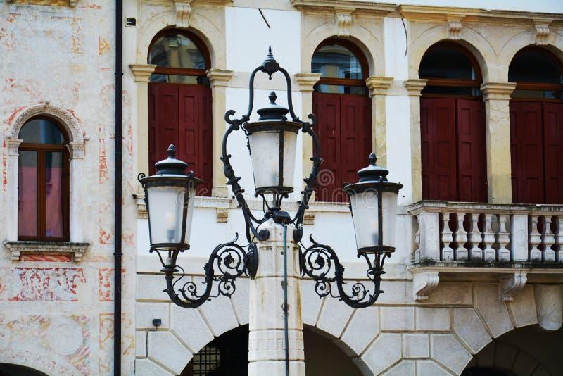 Cima-Quadrat, Detail, romantische Skulptur, Detail und Bäume, in Conegliano Venetien, Treviso, Italien stockfotos