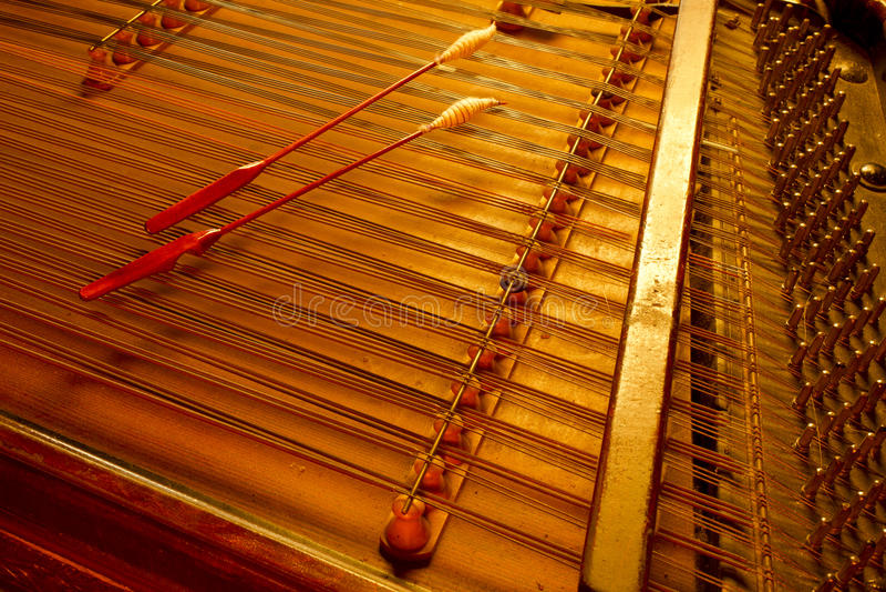 Cimbalom-Streichmusikinstrument lizenzfreies stockfoto