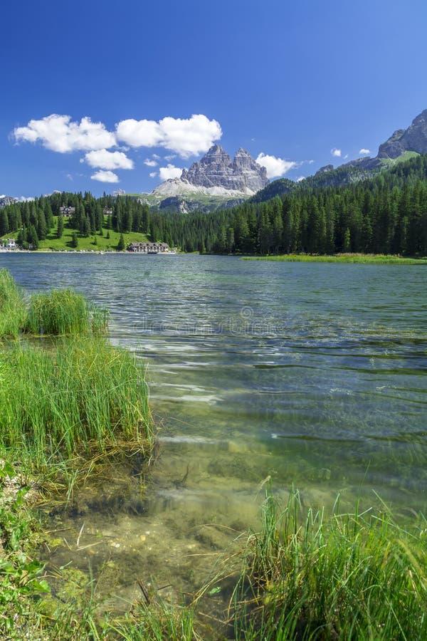 Cime di Lavaredo del lago Misurina y de Tre en invierno imágenes de archivo libres de regalías