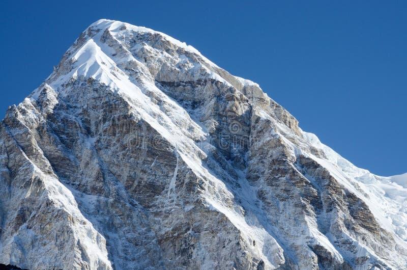 Cimeira da montanha de Kala Patthar - o melhor ponto para ver Monte Everest fotografia de stock royalty free