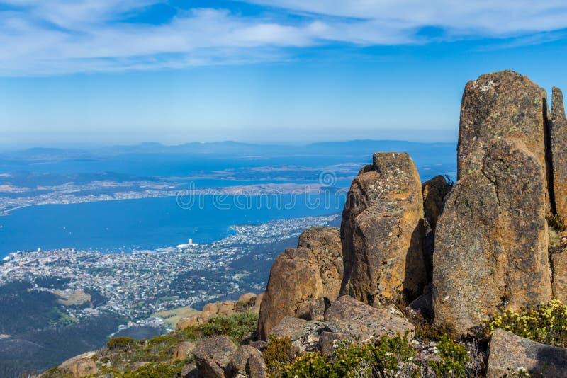 Cimeira impressionante da montagem Wellington que negligencia Hobart foto de stock