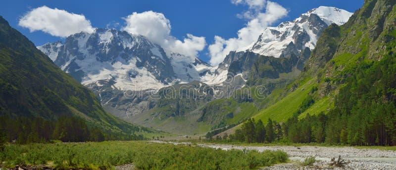 Cimeiras de Cáucaso fotografia de stock