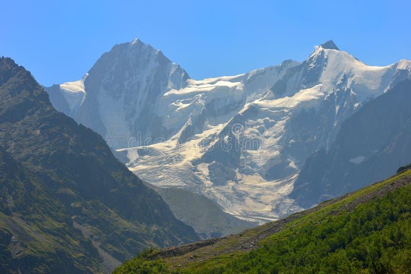 Cimeiras de Cáucaso imagem de stock royalty free