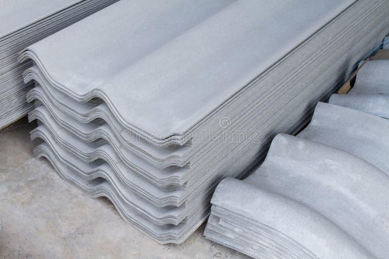 Ciment concret de fibre d'amiante de feuille de tuiles de toit images stock
