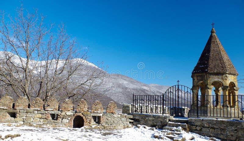 Cimetière à la route de Tbilisi à Gudauri images libres de droits