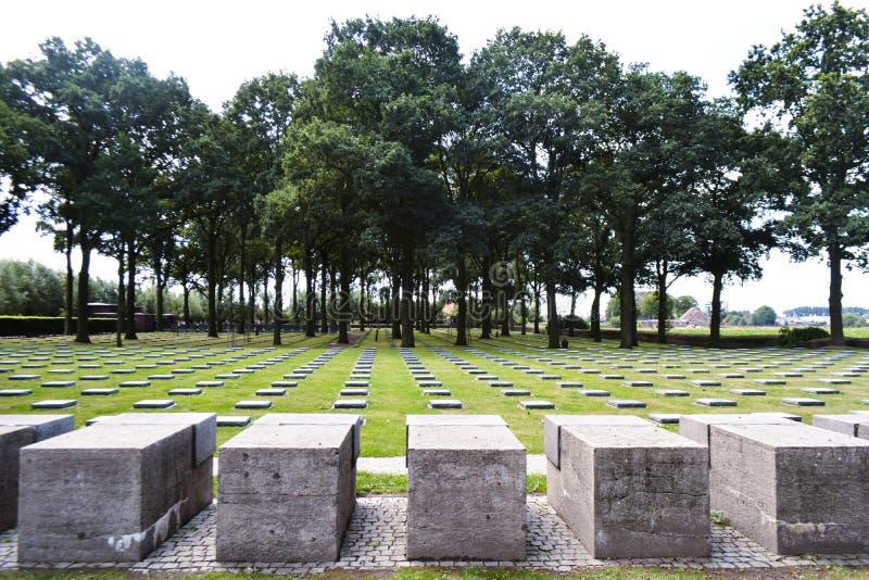 Cimetière allemand Deutscher Soldatenfriedhof de guerre de Langemark photographie stock libre de droits