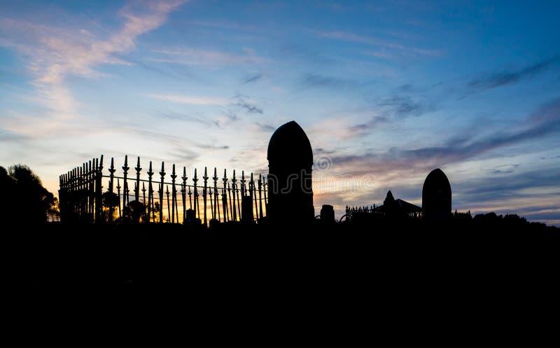 Cimetière au coucher du soleil image libre de droits