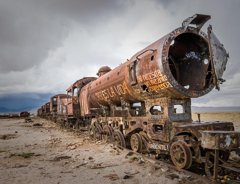 Cimetière de train, Uyuni, Bolivie image stock