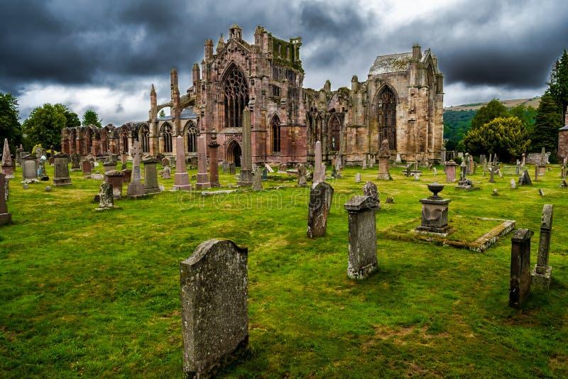 Cimetière et ruines d'abbaye melrose en Ecosse image libre de droits