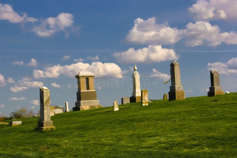 Cimetière sur la colline images libres de droits