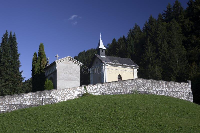 Cimetière sur la colline photo stock