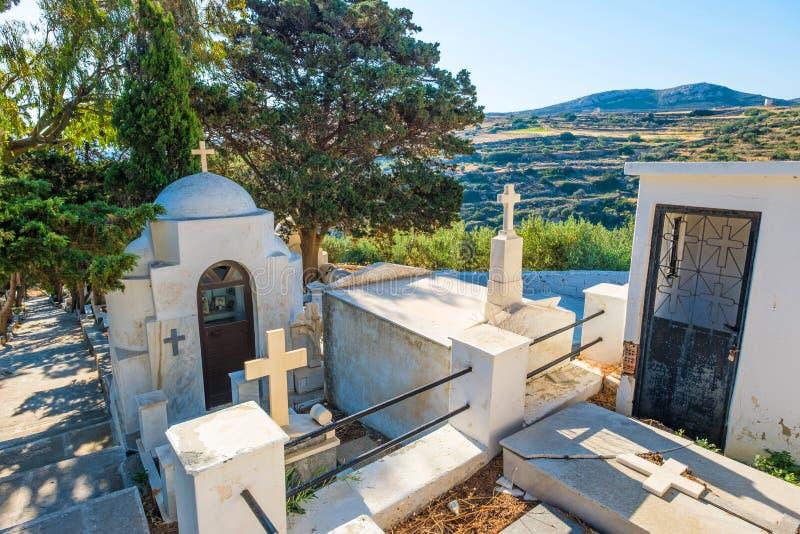 Cimeti?re orthodoxe grec dans le village de Lefkes images libres de droits