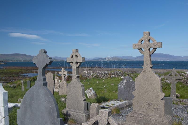 Cimitero del celtico e dell'abbazia sulla spiaggia a Ballingskelligs, contea KE immagini stock libere da diritti