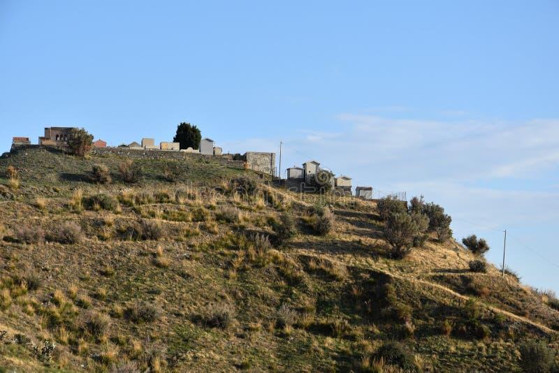 Cimitero del villaggio del fantasma in Pentedattilo, Calabria fotografia stock