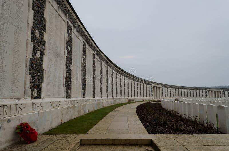 Cimitero di Tyne Cot vicino a Zonnebeke, Blegium fotografie stock libere da diritti