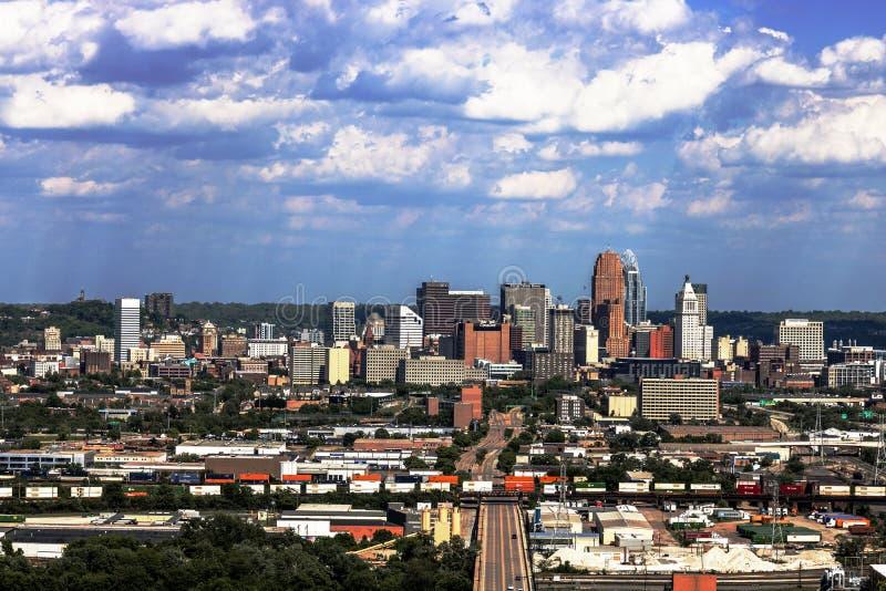 Cincinnati - circa im Mai 2017: Im Stadtzentrum gelegenes Cincinnati, wie von der Neigungsnachbarschaft I gesehen stockfotografie