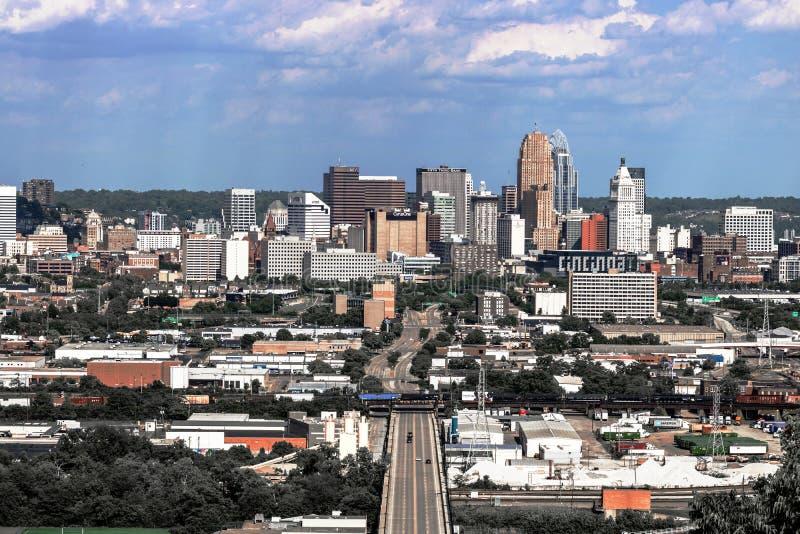 Cincinnati - circa im Mai 2017: Im Stadtzentrum gelegenes Cincinnati, wie von der Neigungsnachbarschaft II gesehen lizenzfreies stockbild
