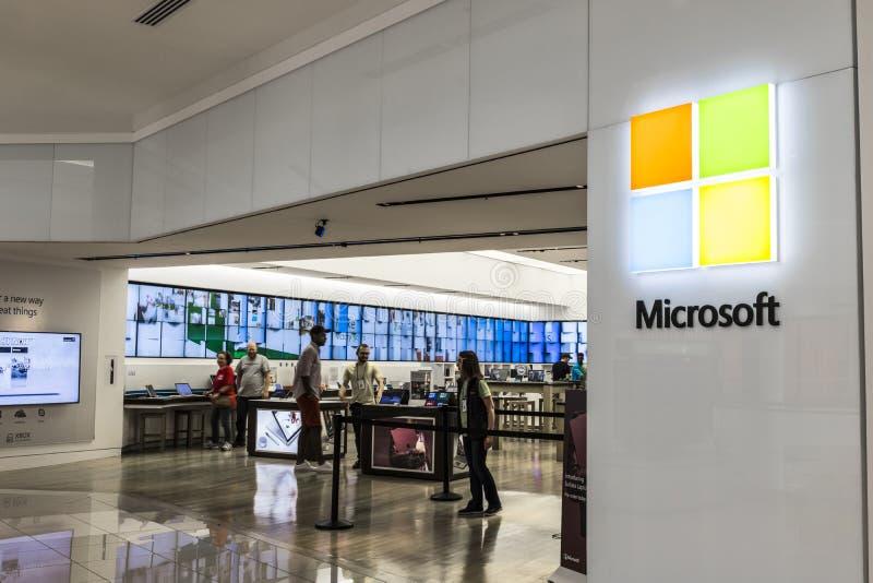 Cincinnati - Circa Maj 2017: Lager för Microsoft detaljhandelteknologi Microsoft framkallar och tillverkar Windows och yttersidap arkivbilder