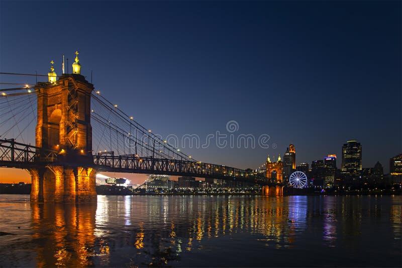 Cincinnati med det SkyStar hjulet royaltyfri fotografi
