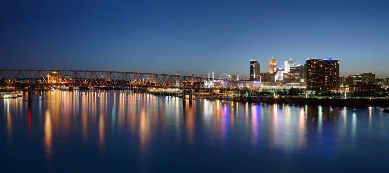 Cincinnati Ohio bij Nacht stock foto's