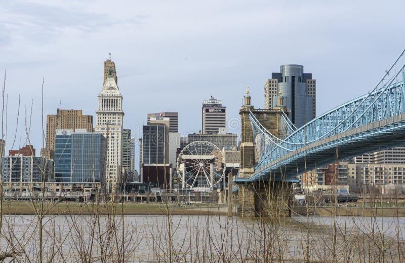Cincinnati, Ohio/USA- 13 de março de 2019: Ideia do turista da skyline de Cincinnati imagem de stock