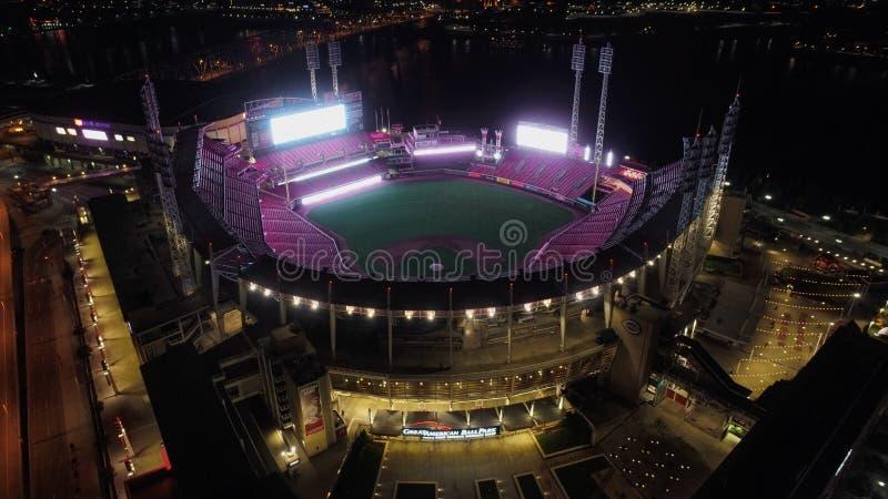 Cincinnati Redsstadion en nacht stock foto's