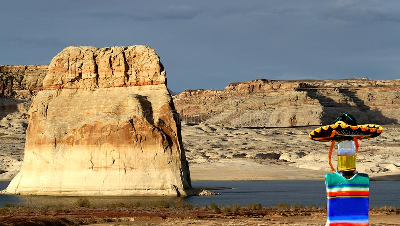 Cinco在孤立Rock湖鲍威尔,犹他的de马约角 免版税图库摄影