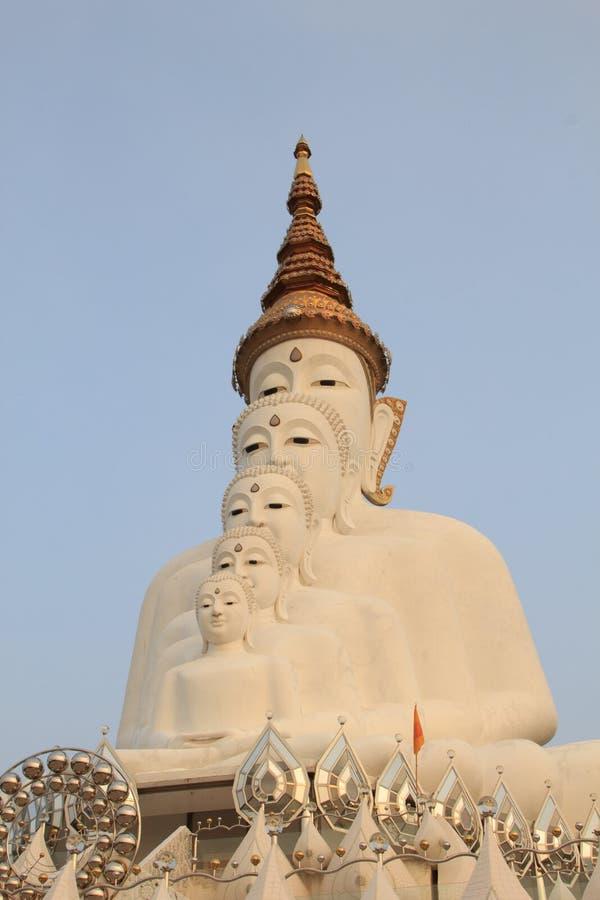 Cinco Budas no templo do phasornkaew de Wat, opinião de Bigwhite de A de Beauti fotografia de stock royalty free
