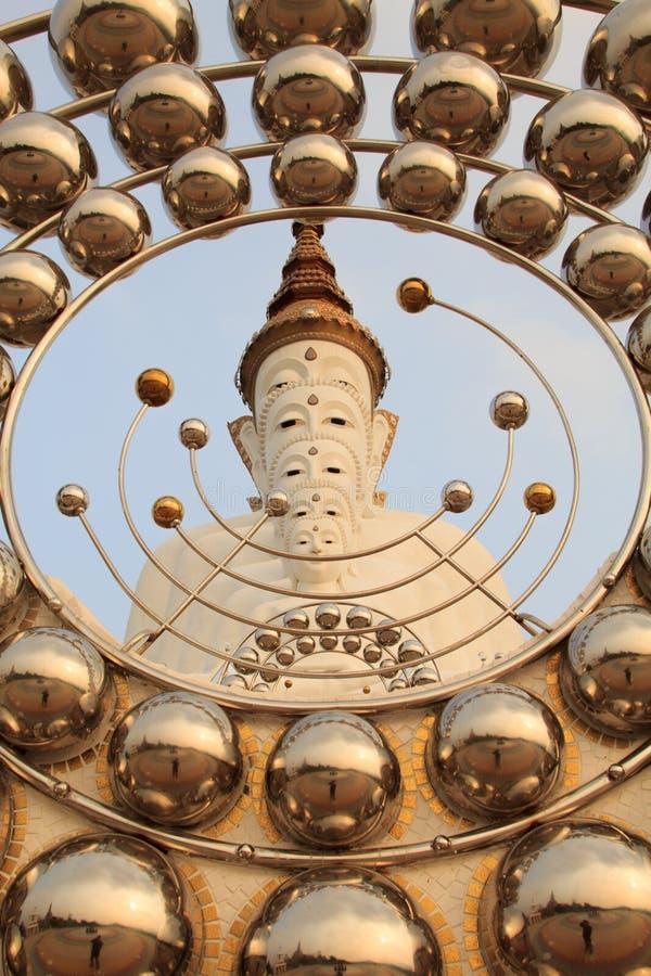 Cinco Budas no templo do phasornkaew de Wat, opinião de Bigwhite de A de Beauti fotografia de stock