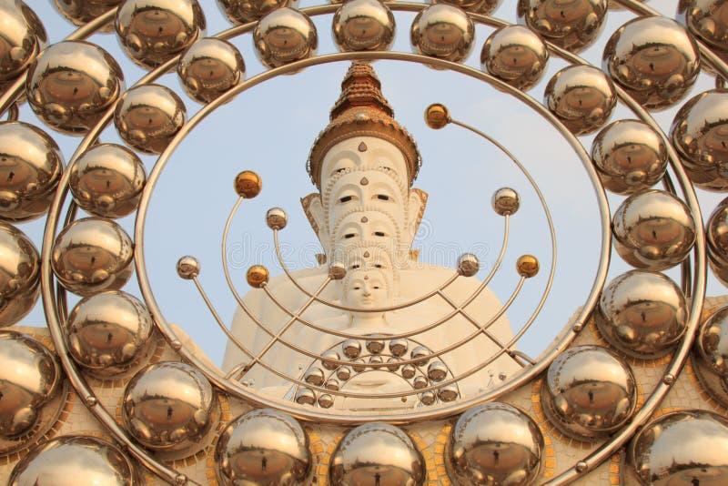 Cinco Budas no templo do phasornkaew de Wat, opinião de Bigwhite de A de Beauti imagem de stock