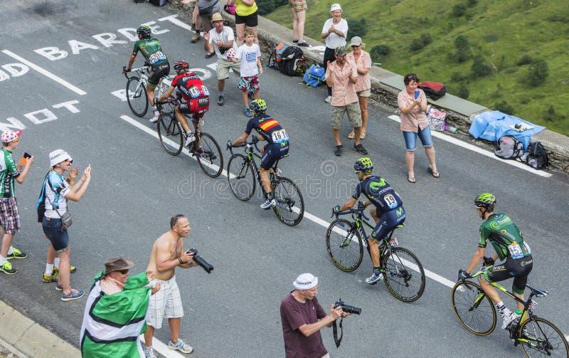 Cinco ciclistas en la cuesta de Peyresourde - Tour de France 2014 fotografía de archivo