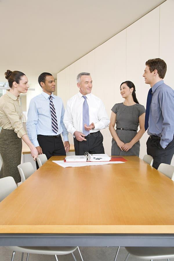 Cinco colegas do negócio imagens de stock royalty free