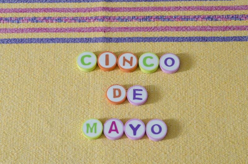 Cinco de Mayo a fait ? partir des lettres color?es image stock